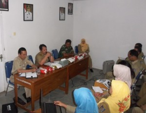 Bapak Yudi Suparyadi, Camat Bojongsari saat menyampaikan expose tentang keberhasilan kerja kecamatan Bojongsari