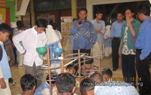 """Sekolah Islam Terpadu (SIT) Fajar Hidayah Kota Kembang Cibubur, mengadakan acara Young Science Festival 2014 yang bertajuk, """"Tanaman Sahabat Manusia"""", Kamis (13/2)."""