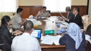 Kepala Kantor BPN Depok, Dadang Sutisna sedang memberikan pengarahan untuk memberikan pelayanan kepada masyarakat yang cepat dan antikorupsi