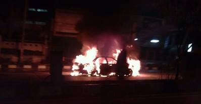 Mobil sedan terbakar di Jalan Margonda, Sabtu (8/2/2014) Sumber foto: @febrosa29 @TMCpoldametro, twitter