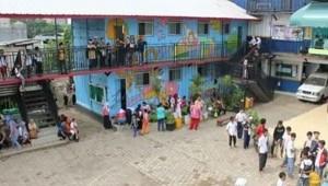 Anak-anak sedang bermain di Sekolah Master, Depok