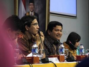 Ketua KPU Husni Kamil Malik (tengah) sedang memberikan keterangan soal finalisasi Daftar Pemilih Tetap (DPT)