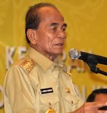 Gubernur Riau Annas Maamun di tangkap Komisi Pemberantasan Korupsi (KPK) dalam operasi tangkap tangan (OTT) di kawasan perumahan elit Cibubur, Depok, Jawa Barat (Jabar), Kamis (25/9)
