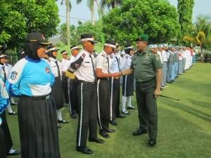 Komandan Daerah Militer (Dandim) 0508 Kota Depok Letnan Kolonel (Letkol) TNI AD Zamroni berpamitan dengan masyarakat Depok